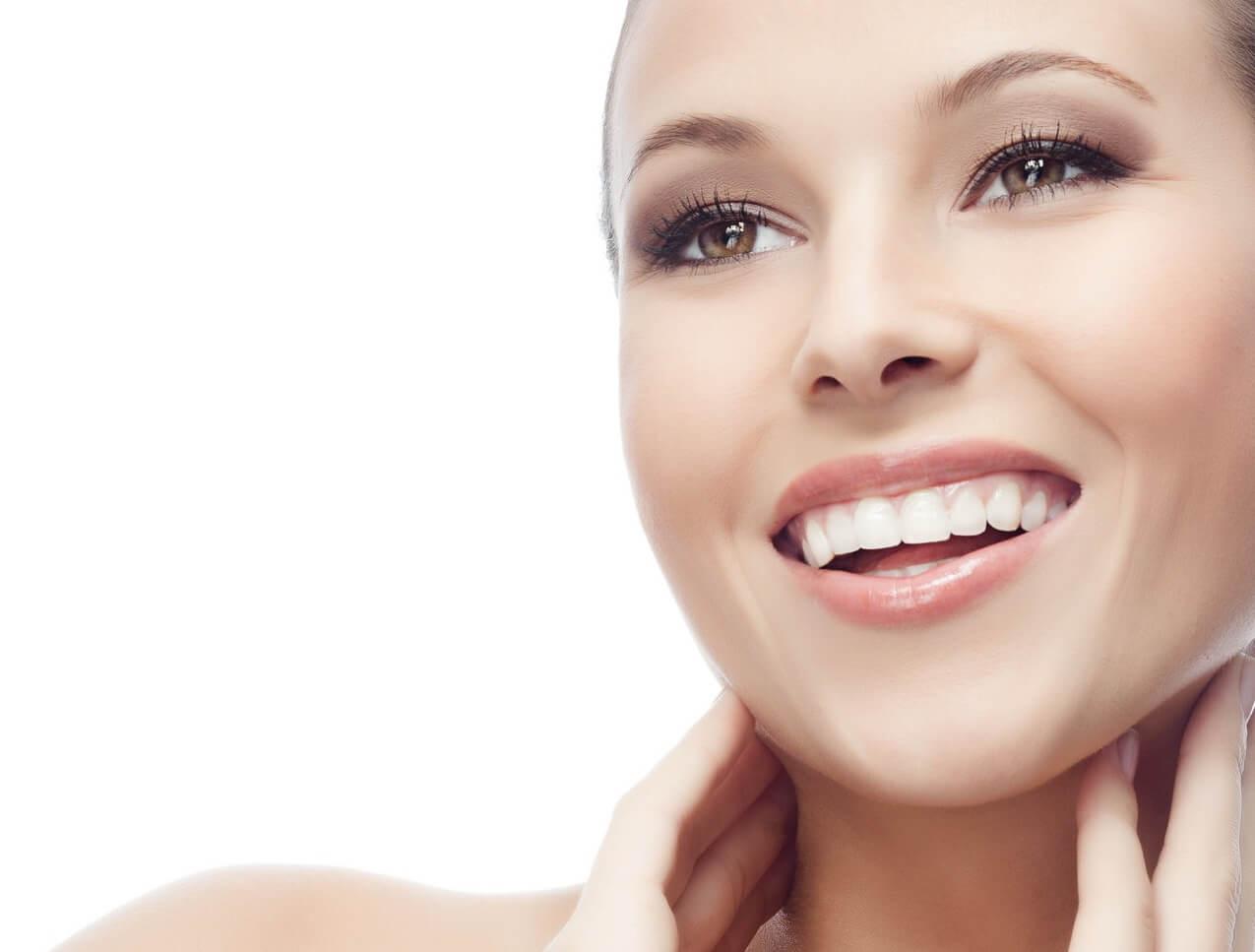 Dit is hoe je op een natuurlijke en effectieve wijze een stralende huid krijgt